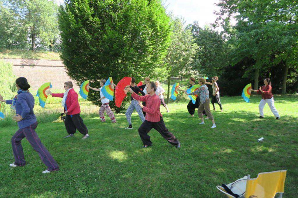 danse de l'éventail Mulan Quan - forme d'éventail à volant simpl